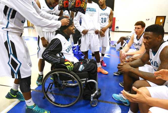 Antonio Mason, surrounded by teammates during a basketball game. Photo from a Plain Dealer article by Lisa DeJong